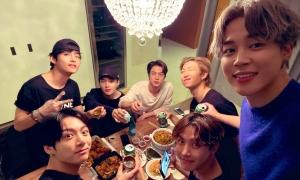 BTS gây xúc động với bữa gà rán giản dị sau concert