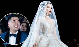 Phillip Nguyễn ngắm bạn gái diện váy cưới không rời mắt