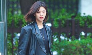 Mốt áo khoác da giúp idol Hàn khoe khí chất girl crush