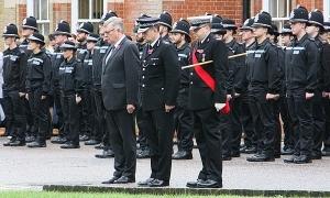 Cảnh sát Anh mặc niệm 39 nạn nhân trong container
