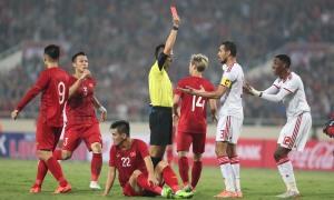 Pha phạm lỗi dẫn đến thẻ đỏ của cầu thủ UAE