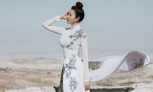 Thanh Mai diện áo dài khoe vóc dáng 'không tuổi'