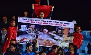 Những khẩu hiệu cổ vũ cực chất của CĐV Việt - Thái