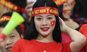 Nữ CĐV xinh đẹp được tìm kiếm sau trận Việt Nam - Thái Lan