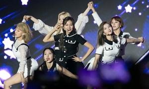 Khoảnh khắc AAA 2019: Twice giành Daesang, Red Velvet lung linh khi nhận giải