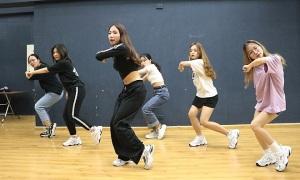 Đại học Hà Nội tập 'sung hết sức' cho Kpop Dance For Youth