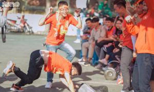 CĐV cầu nguyện và nhảy múa khi xem trận Việt Nam - Thái Lan