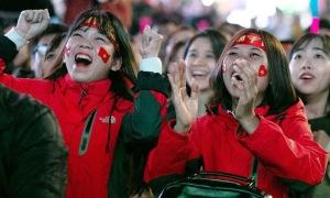 CĐV hò hét khi U22 Việt Nam vào chung kết SEA Games 30