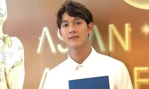 Song Luân bảnh bao dự giải AAA tại Singapore