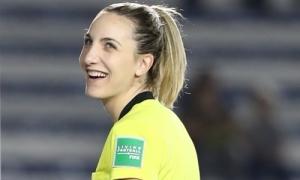 Nữ trọng tài được tìm kiếm ở SEA Games vì xinh đẹp