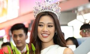 Hoa hậu Khánh Vân bật khóc khi gặp lại bố mẹ