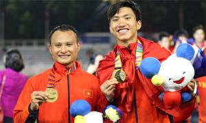 Dàn cầu thủ U22 Việt Nam khoe visual trên bục nhận HC vàng