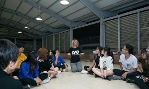 Huấn luyện viên 'mách nhỏ' thí sinh Kpop Dance For Youth