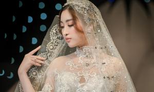 Đỗ Mỹ Linh diện váy cưới đính kim cương một triệu USD