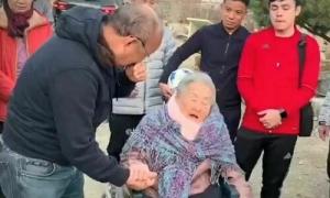 HLV Park Hang-seo khóc khi đoàn tụ mẹ