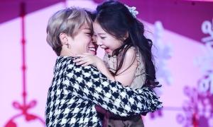 Tương tác giữa BTS và bé gái khiến fan 'tan chảy'