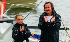 Bố mẹ Greta Thunberg: 'Chúng tôi không ủng hộ con bé'