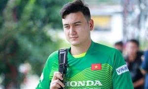 Văn Lâm chia tay gia đình để quay lại thi đấu