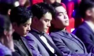 Ba mỹ nam bị tóm gọn cảnh... ngủ gật trong sự kiện