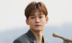 Fan Hàn yêu cầu Chen rời EXO, tung ảnh hẹn hò của idol
