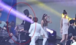 Cử chỉ đáng yêu của Irene (Red Velvet) dành cho đàn em ITZY