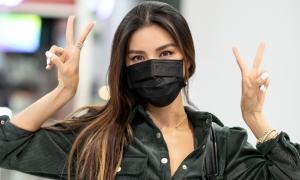Minh Tú đeo khẩu trang kín khi đi dự New York Fashion Week