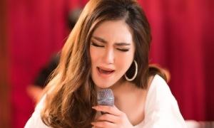 Hương Tràm làm mới hit 'Phía sau một cô gái'
