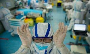 Bác sĩ có 'ngoại hình châu Á' bị bệnh nhân từ chối