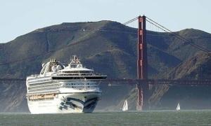 Du thuyền bị phong tỏa ngoài khơi San Francisco