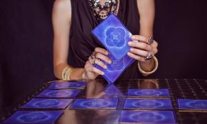 Video bói Tarot: Ai sẽ đến với bạn trong tháng 5 tới?