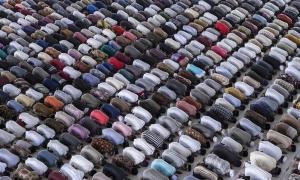 Hàng nghìn tín đồ Hồi giáo dự lễ cầu nguyện bất chấp lo ngại Covid-19