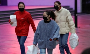Người Trung Quốc dè dặt chi tiêu trong kỳ nghỉ lễ