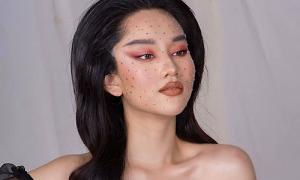 Trúc Anh 'Mắt biếc' makeup mắt xéo, môi tều