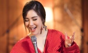 Hương Tràm hát 'Chỉ còn những mùa nhớ' tặng fan dịp sinh nhật