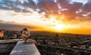 Ngôi sao parkour bị bắt vì hôn gái trên mái nhà