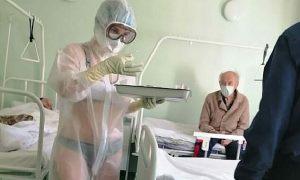 'Y tá mặc đồ lót vì bệnh viện không cung cấp đủ trang phục bảo hộ'