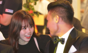 Quang Hải và bạn gái tíu tít trong lễ trao giải Quả bóng Vàng