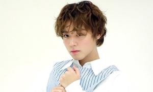Park Ji Hoon gây 'lú' khi tô son, đánh má hồng như con gái