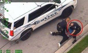 Thêm một cảnh sát Mỹ bị đình chỉ công việc vì ghì cổ người da màu