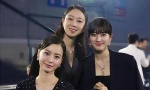 Suzy gây tranh cãi khi chụp ảnh với dàn diễn viên tài năng