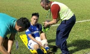 Cầu thủ gãy chân: 'Do tôi tham bóng, Hoàng Lâm không có lỗi'
