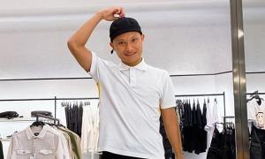 Trọng Hoàng được mời mua 'mũ chống hói' khi shopping