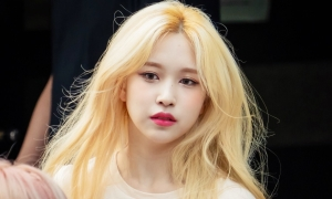 Mina (Twice) gây sốt với mái tóc vàng