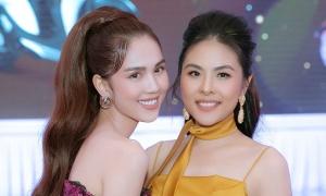 Ngọc Trinh, Vân Trang mặc corset đi tiệc