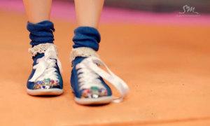 Fan cứng Kpop đoán MV chỉ qua... đôi giày