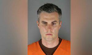 Cảnh sát ghì chân George Floyd được bảo lãnh tại ngoại