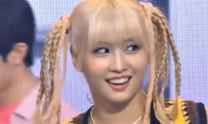 Momo (Twice) bị 'ném đá' dữ dội vì giọng hát live thảm họa