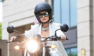 H'Hen Niê chi trăm triệu đồng mua môtô để đóng phim