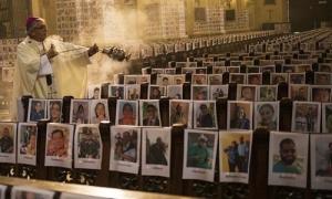 Thánh đường Peru phủ kín ảnh người chết do Covid-19
