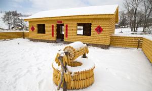 Ngôi nhà làm bằng 20.000 bắp ngô